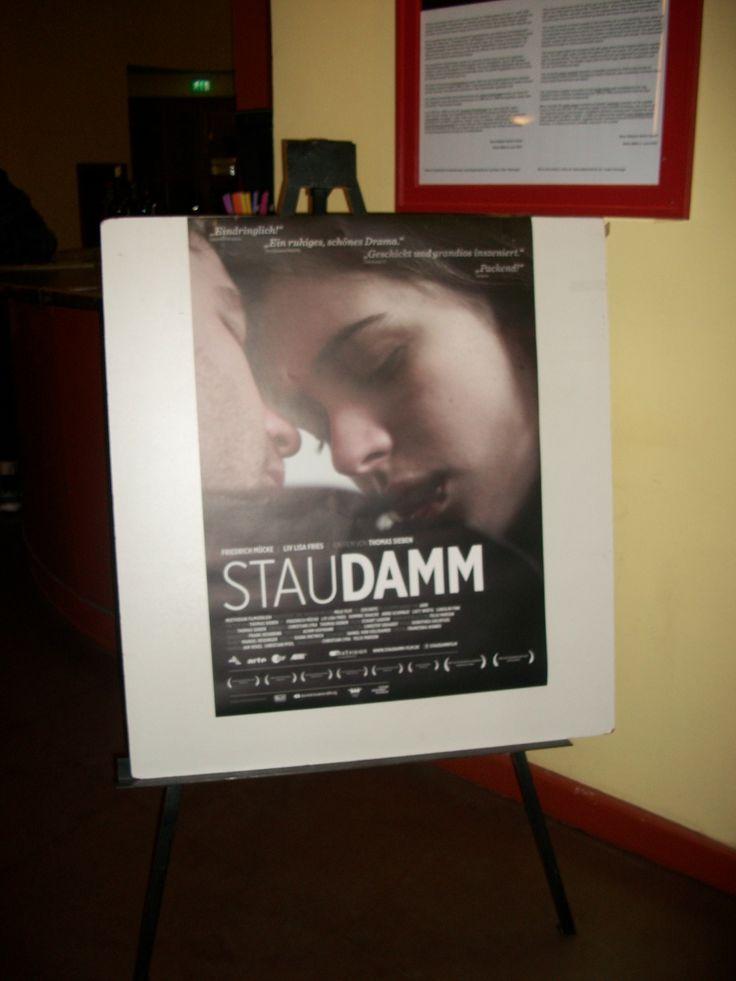Staudamm Filmvorpremiere vor etwa einer Woche aktualisiert · Hier aufgenommen: Berlin-Premiere STAUDAMM am 16.1. im Kino Babylon Filmvorpremiere im Kino Babylon Berlin mit Friedrich Mücke