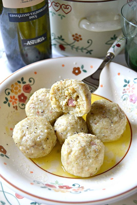 Canederli con pancetta, pesto e burro tartufato