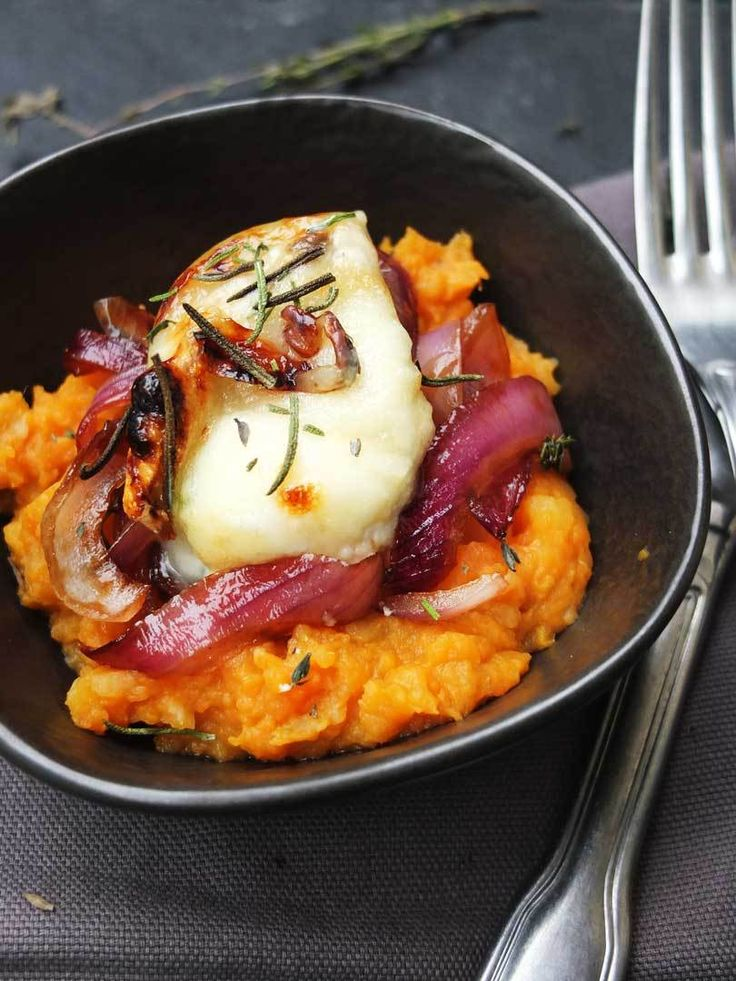 Sweet potato puree with balsamic onions and gratinated goat's cheese