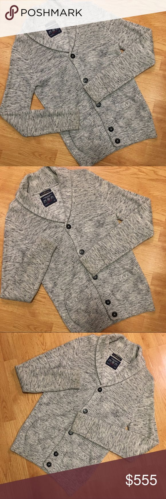 ✅ PREVIEW 🆕 NWT 🚹 American Eagle Men's Cardigan Brand new American Eagle shawl collar cardigan. Six button front (comes with extra button). Marled gray and cream cotton knit is machine washable. Ribbed at wrists and waistline. Two front slide pockets. Great year round sweater. NWT. Reasonable offers welcome. Thanks for your interest. 😊💖 American Eagle Outfitters Sweaters Cardigan