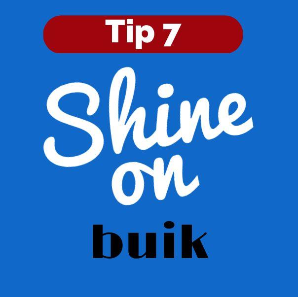 Een probleemzone van zowel mannen als vrouwen: de buik. Wil je deze verbergen gebruik dan deze tip: draag een blouse, polo of t-shirt die niet te klein of te groot is, want dan komt je buik juist naar voren.