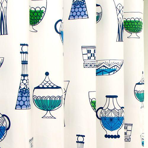 北欧テイストの食器イラスト柄カーテン(楽天)