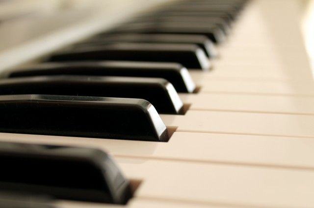 "Musician Composes Pi Song On Piano | IFLScience. Use of music to ""hear"" the pattern (or lack of pattern) that pi is."