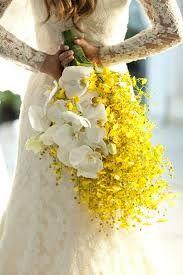 buque de noiva de orquidea chuva de ouro