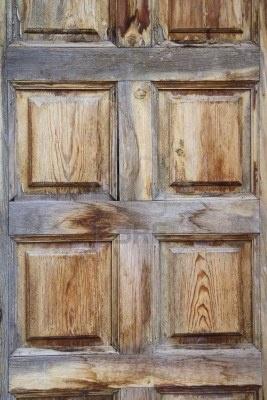 """Rustykalne drzwi drewniane, hiszpaÅ""""ski styl Zdjęcie Seryjne"""