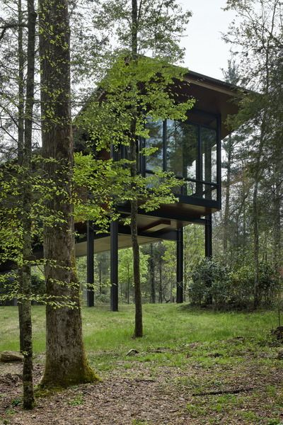 Highlands House in rural North Carolina, designed by Olson Kundig Architects. Photo by Roger Wade.