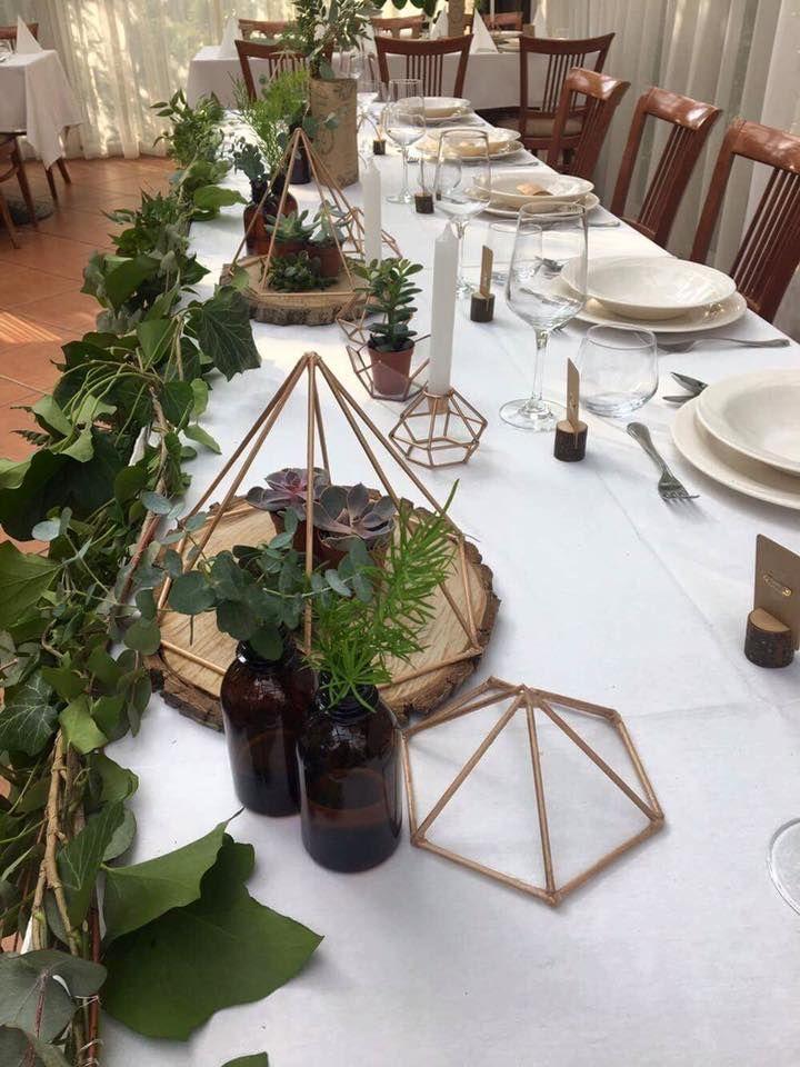 rusztikus esküvő, greenery, borostyán futó, főasztal dekoráció, main table decoration