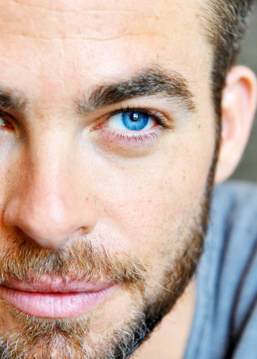 Chris Pine and those incredibly, amazingly, unbelievably blue eyes
