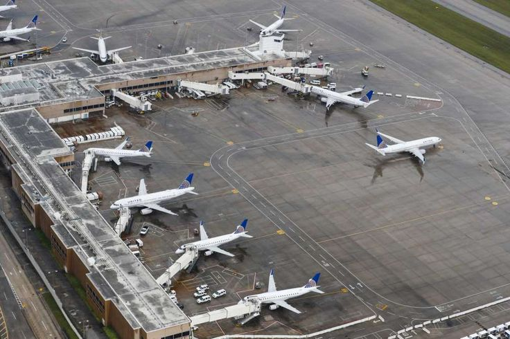 Houston airports slowly reopen, but carriers face many millions in losses  -  August 31, 2017:  Aircraft sit idle at George Bush Intercontinental Airport on Tuesday. - Brett Coomer, Staff