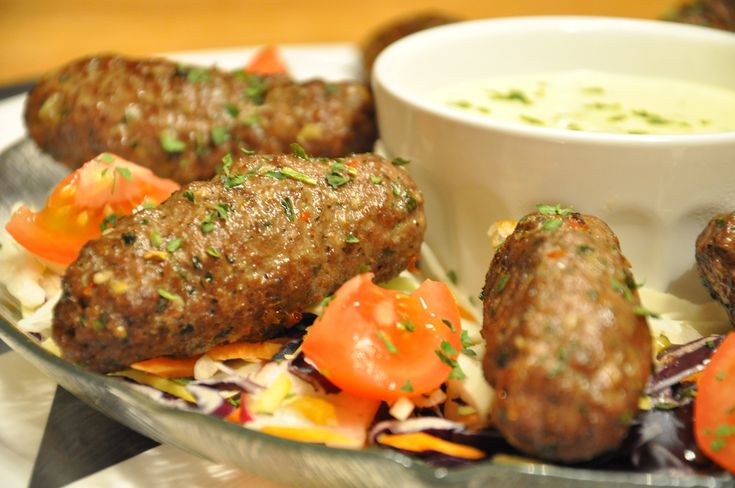 Kebabrullar med vitlöksmajonnäs och krispiga grönsaker | Tidningen Matkärlek