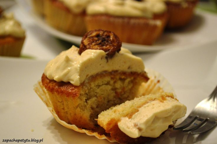 Banana cupcakes with peanut butter cream #zapachapetytu #banana #cupcakes #peanutbutter