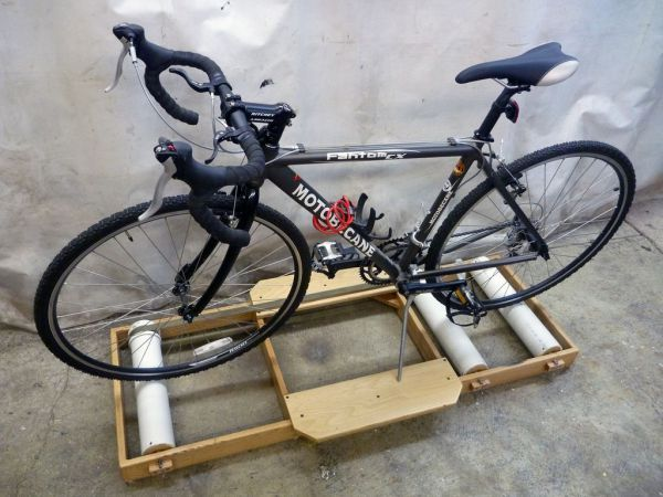 DIY Bicycle Roller Helps Cure The Winter Blues | Hackaday