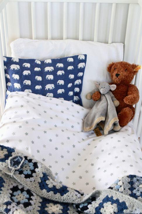 ekologiska lakan, stjärnor, lakan, elefant kudde blå, svenskt tenn, virkad pläd filt, mormorsrutor blå