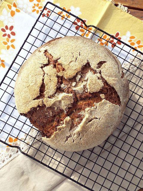 """Dopo avervi presentato la mia nuova """"creatura"""", non posso che farvi gustare anche un nuovo pane! Questo l'ho fatto con il mio storico """"pupetto"""" che non voglio soffra la gelosia della nuova arrivata gi"""