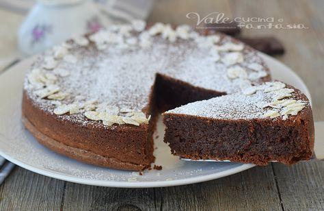 TORTA CAPRESE ricetta originale facile e golosissima , un connubio perfetto tra mandorle e cioccolato,per una torta davvero golosa, umida e ricca