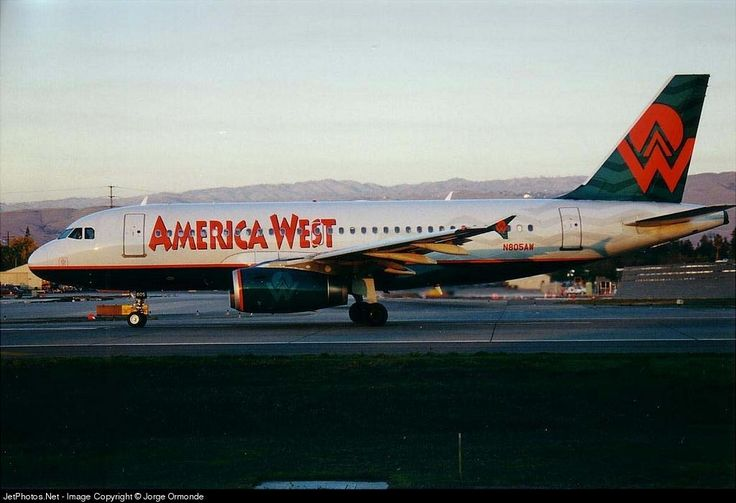 Airbus A319-132, America West Airlines, N805AW, cn 1049, 124 passengers, first flight 21.7.1999, America West delivered 29.7.1999, next US Airways (27.9.2005). Active, American Airlines (9.12.2013). Foto: San Jose, USA, 7/2001.