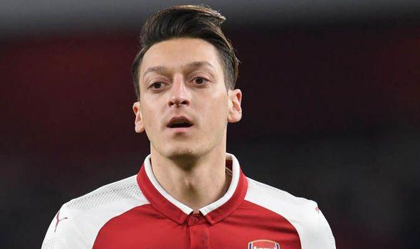 Arsenal star Mesut Ozil made Man Utd and Barcelona transfer decisions before new deal    via Arsenal FC - Latest news gossip and videos http://ift.tt/2nr4JMW  Arsenal FC - Latest news gossip and videos IFTTT