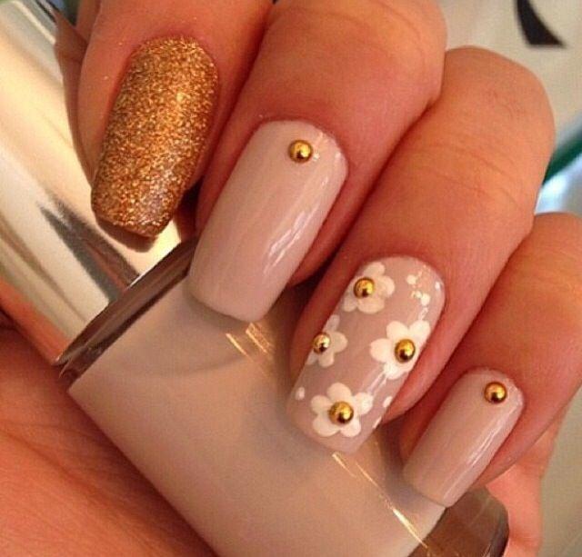 My daisy nails