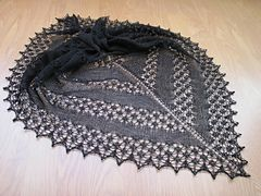 This is a very simple shawl pattern, that can be easily adjusted to different yarn weights and shawl sizes.