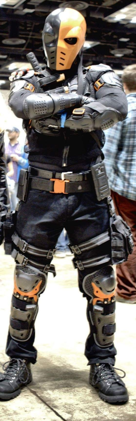 Deathstroke cosplay at Indiana Comic Con 2015 Slade Wilson #deadthstroke #cosplay #costume #marvel