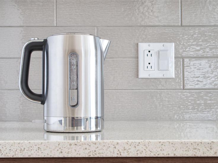 Um den Wasserkocher zu entkalken, braucht es nicht gleich Chemie. Mit diesem natürlichen Mittel geht es ganz einfach - und ohne viel Arbeit!