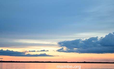 Atardecer en el río Orinoco. ( Vichada- Colombia) #Viajes  Descubre la Colombia profunda con Mambe.org!