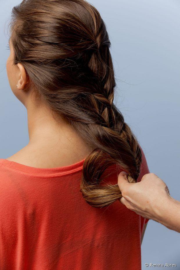 21 - Puxe a mecha até o penteado ficar alinhado;