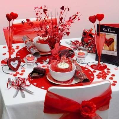 """mesa para san valentin  [caption id=""""attachment_1260"""" align=""""aligncenter"""" width=""""500""""] Rosas y Chocolates: Regalo típico de San Valentín[/caption] Tener en cuenta la decor..."""