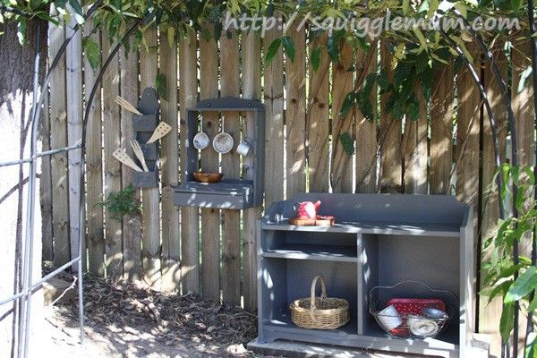 mud pie kitchen- love this to keep the kids occupied while I work in the gardens and what a great way to get them in the soil soaking up minerals!