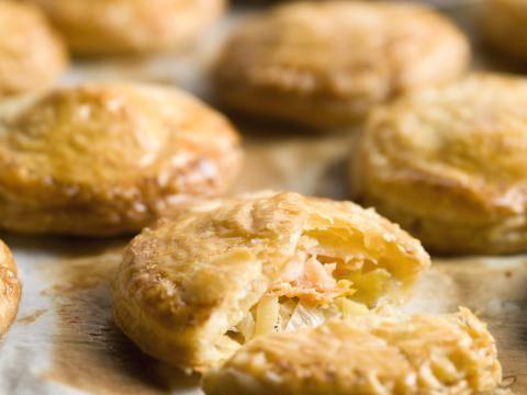 Recept: Pasteitjes met prei en zalm