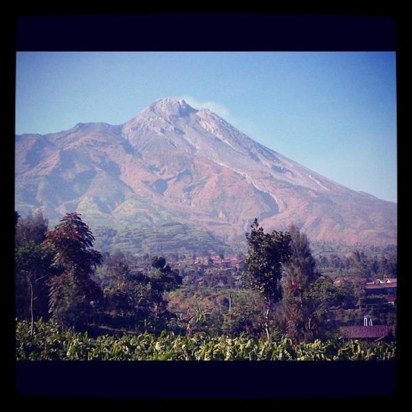 gunung merapi dilihat dari Desa /Selo, setelah ketep pass   via @callme_ully