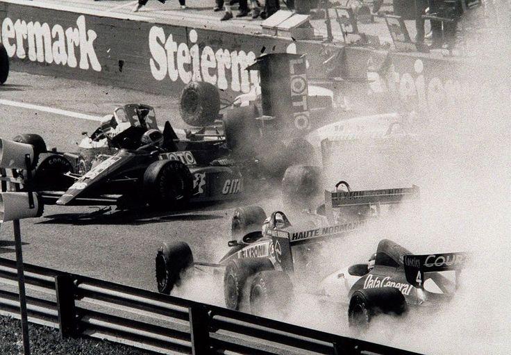 Sieger und Tragödien: Erinnerungen an 50 Jahre Formel 1 in Österreich - Am Sonntag kehrt die Königsklasse nach elf Jahren Unterbrechung nach Spielberg zurück. Im Bild: 1987 gab es zwei Startkollisionen. Mehr dazu hier: http://www.nachrichten.at/sport/formel1/Sieger-und-Tragoedien-Erinnerungen-an-50-Jahre-Formel-1-in-Oesterreich;art105,1415971 (Bild: APA)