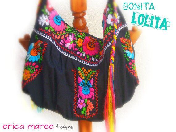 Bolsa Mexicana bordada en negro por EricaMaree en Etsy