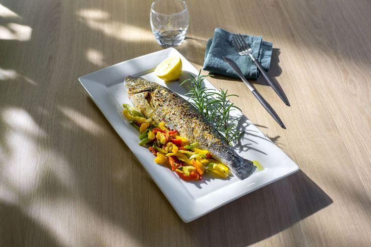 Bar grillé à la plancha, légumes du soleil | Atelier Poisson