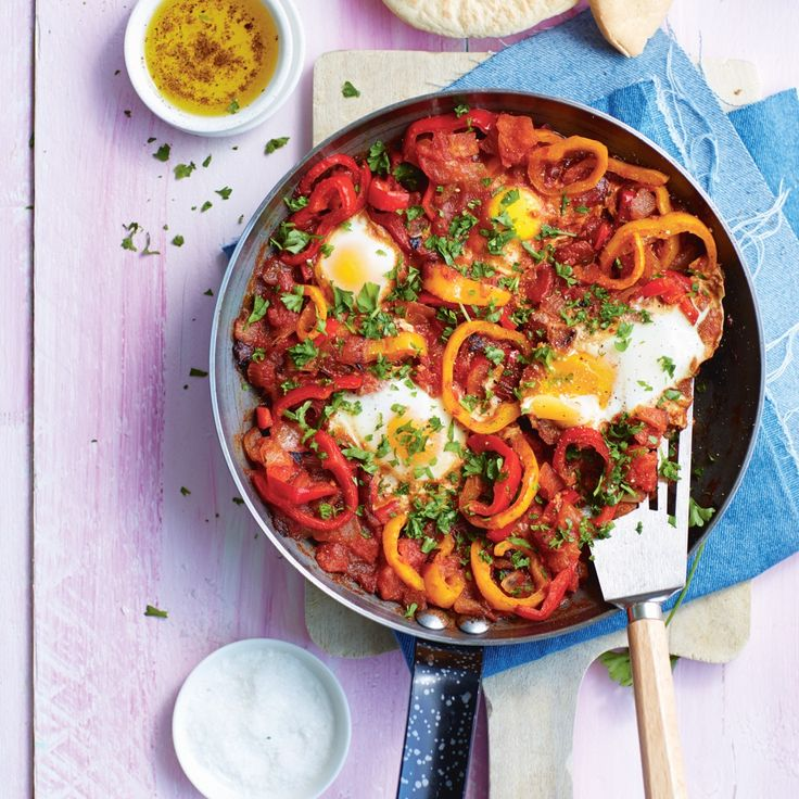Turkse eieren in tomatensaus