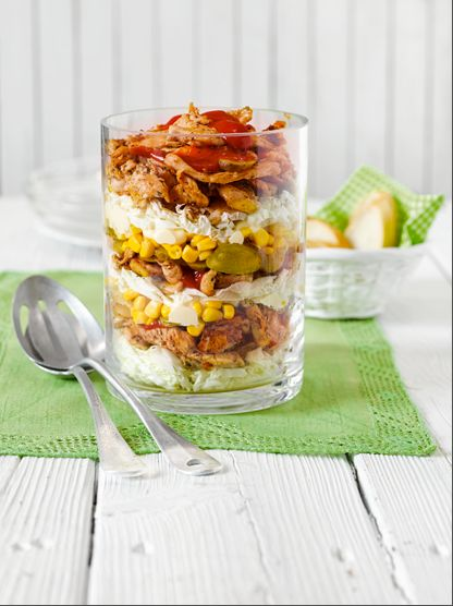 Perfekt für Ihr Grillvergnügen! Hähnchen-Gyros-Salat im Glas  Foto © Maike Jessen für Lisa Kochen & Backen
