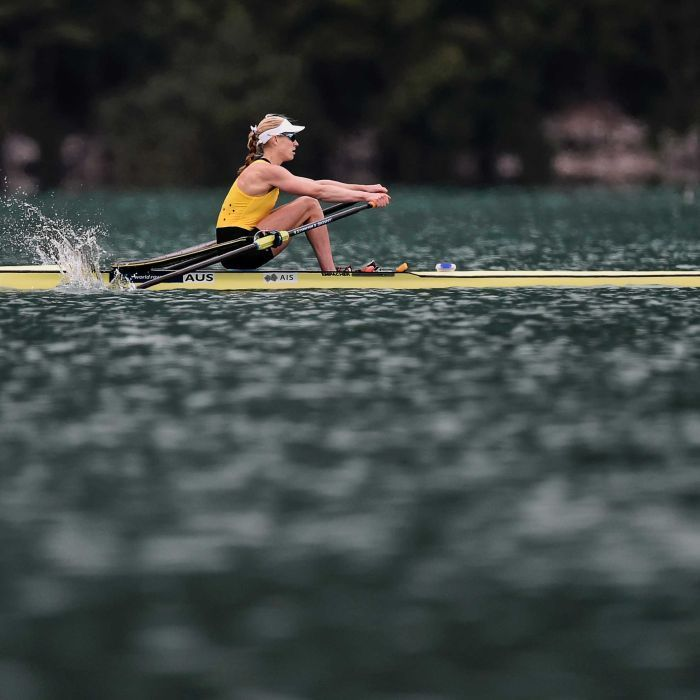 Arts/Law alumna Kim Crow wins women's single sculls world title in France and secures place at Rio Olympics. #uomalumni