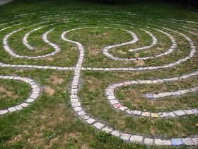 how to build a backyard labyrinth