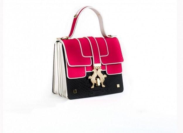 Giancarlo Petriglia, handbag in nero e fucsia - Modello con superficie bicolor e chiusura in metallo dalla collezione di borse Autunno/Inverno 2015/2016
