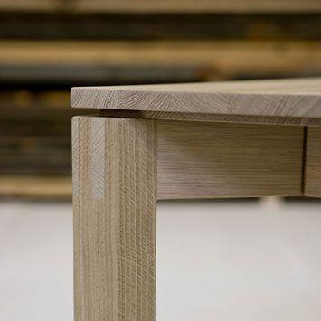 Detaljer fra brdr. andersens spisebord model 243. rustikt men ...