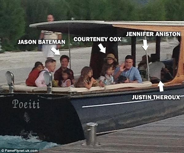 Luna di miele Jennifer Aniston: le prime immagini del viaggio di nozze da Bora Bora