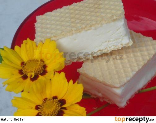 Zmrzlina ze Salka Suroviny: 1 smetana ke šlehání, 1/4 Salka (slazené kondenzované mléko), případně dortové oplatky Postup přípravy receptu Smetanu ušleháme do tuha a pak pomalu přidáváme Salko, množství zvolte podle vlastní chuti, Salko je dost sladké. Nalejeme do vhodné nádobky a dáme do mrazáku. Asi po hodině hmotu lžící promícháme a pokud možno, po další hodině promícháme ještě jednou, aby se nevytvořily velké ledové krystaly.