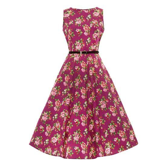 Lady V London Audrey Berry Floral Retro šaty ve stylu 50. let. Nádherné šaty ve výrazné barvě lesního ovoce, krásný květinový vzor. Příjemný lehký materiál (65% bavlna, 35% viskóza) vhodný pro horké letní dny, svatby pod širým nebem, zahradní párty. Dobře padnou, zapínání vzadu na zip, součástí úzký pásek. Vhodné doplnit spodničku z naší nabídky.