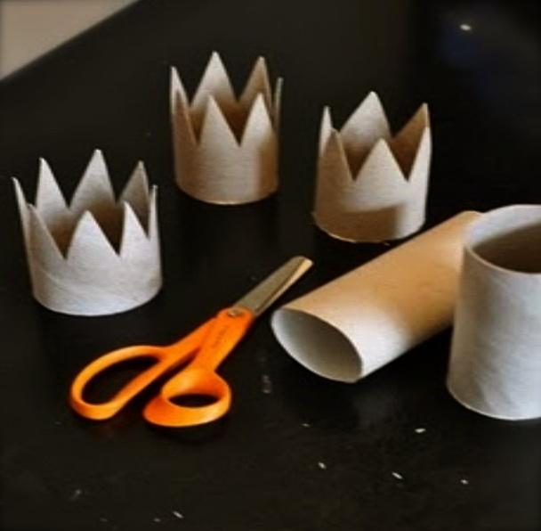 Coroa de reis ou aniversário: rolo de papel higienico, elástico e purpurinas