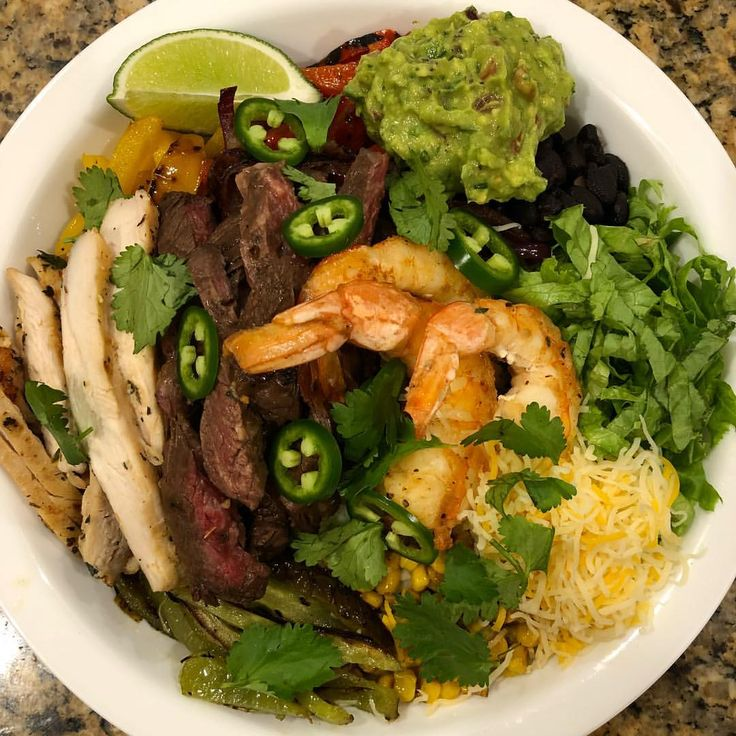 Chipotle's #FajitaBowl is not giving you Wagyu ribeye & Nigerian tiger prawns. They're not pickling jalapeños of coating their peppers with truffle oil before they roast it.