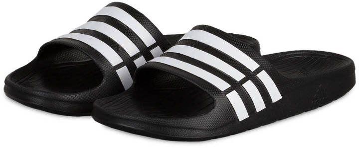 Pin for Later: 50 schöne (& teils auch ganz praktische) Geschenkideen zum Vatertag  adidas Badeschuhe (20 €)