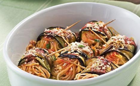 Ρολά μελιτζάνας με σπαγγέτι στο φούρνο