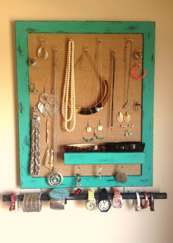 Diy Jewelry Holder Made With A Picture Frame And Burlap