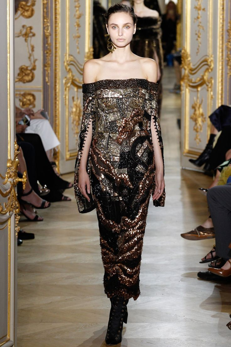 See the complete J. Mendel Fall 2016 Couture collection.