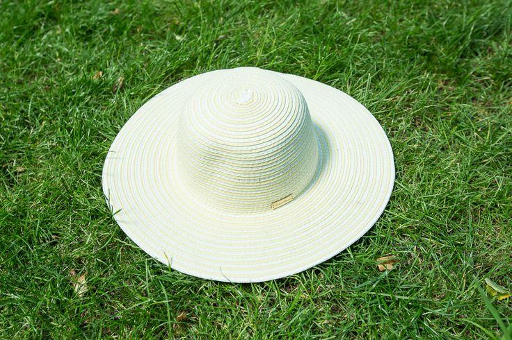 5. S'portofino (Pasaż +1) - słomkowy kapelusz